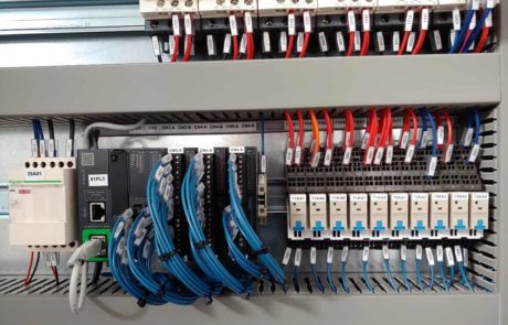 Schneider M221, con I-O scanner Modbus TCP-IP